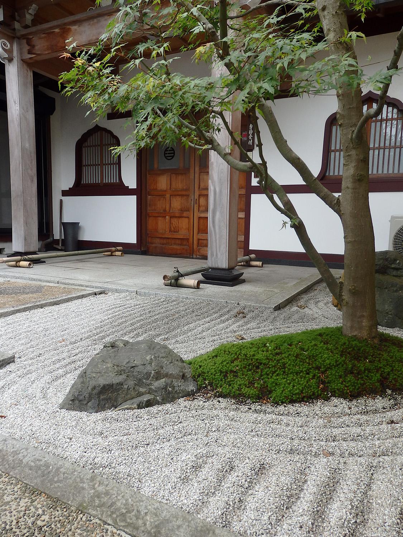 玄関前石庭