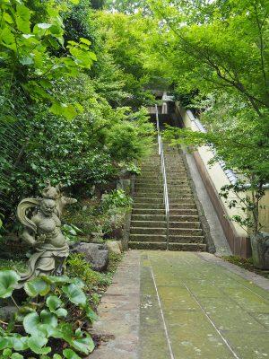 御霊神社階段
